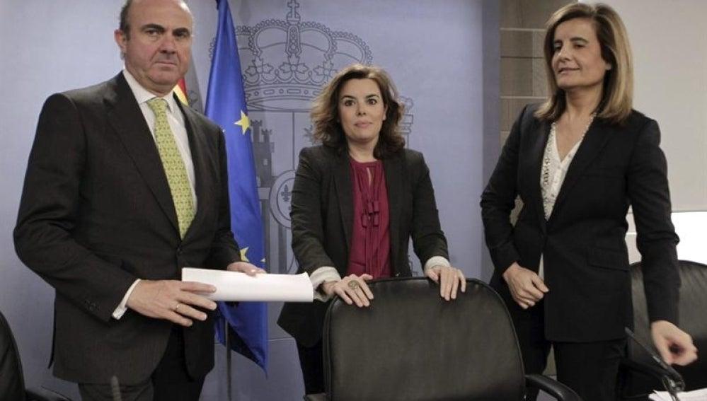 Soraya Sáenz de Santamaría, en Luis de Guindos y Fátima Báñez