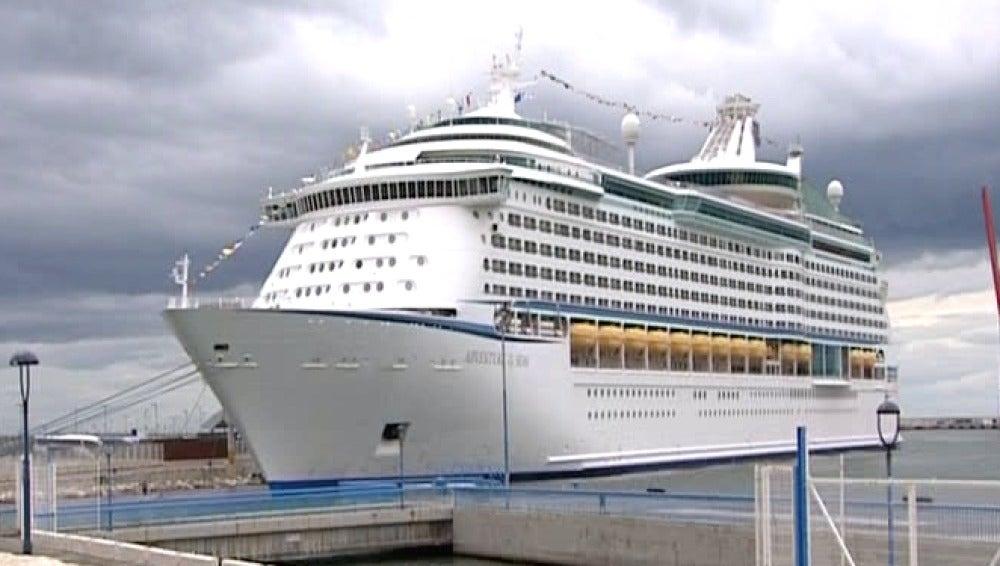 Uno de los cruceros en el puerto de Málaga