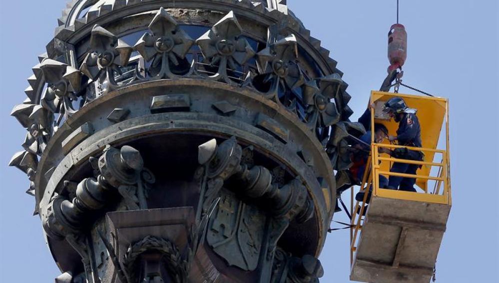 Rescate de seis turistas en el monumento a Colón