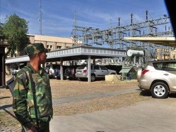 Los soldados vigilan la sede de REE en Bolivia