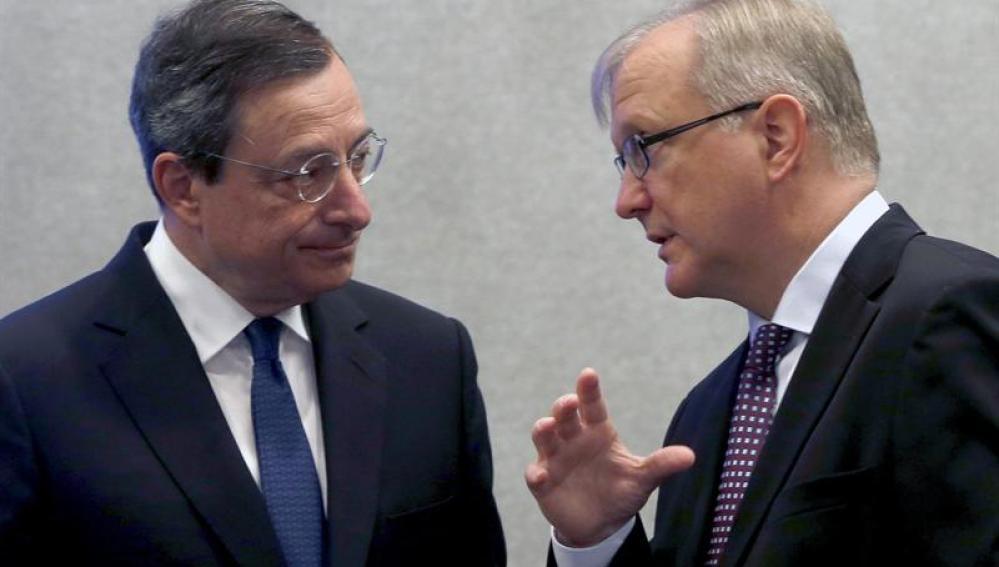 Mario Draghi, presidendete del BCE, junto a Olli Rehn