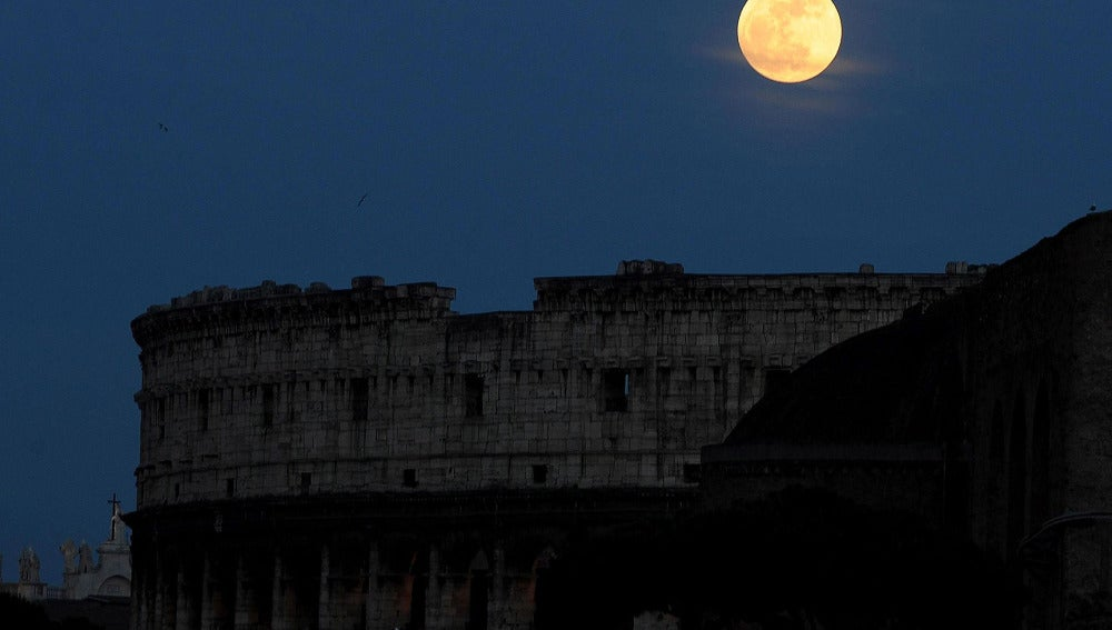 La súperluna en Italia