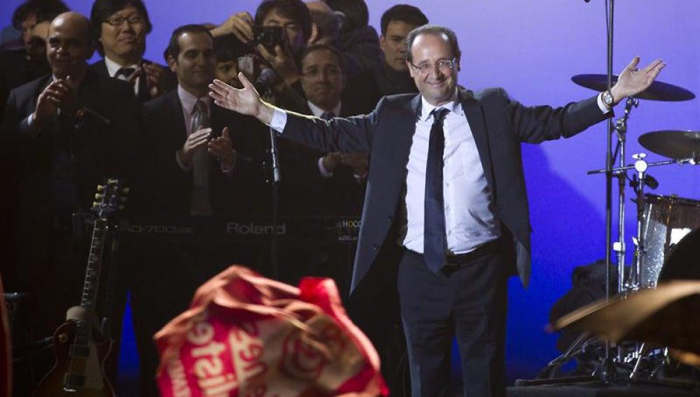 Hollande celebra la victoria en Francia