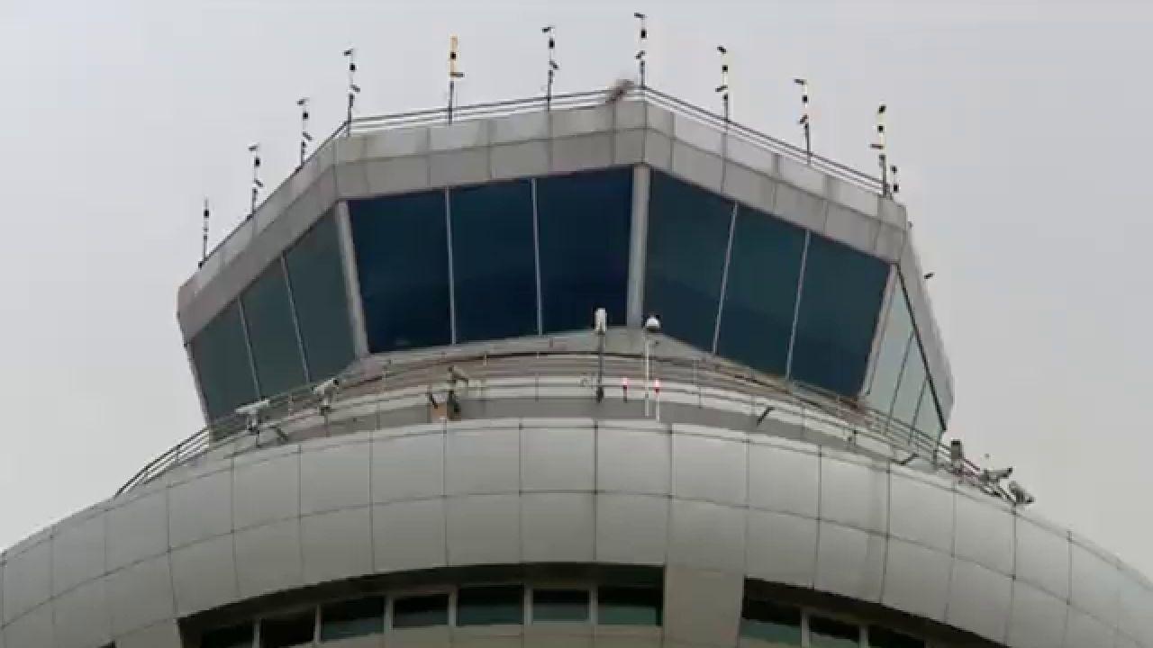 Así Es El Día A Día En La Torre De Control De Barajas