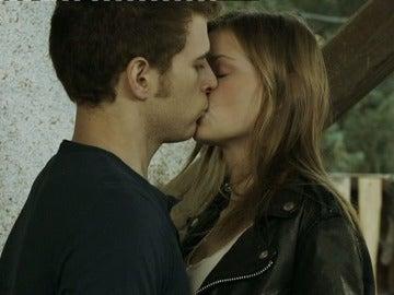 El beso entre Leire y Joel