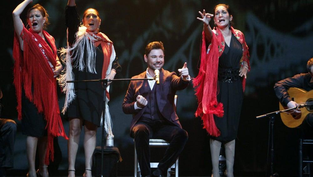 Miguel Poveda durante el concierto