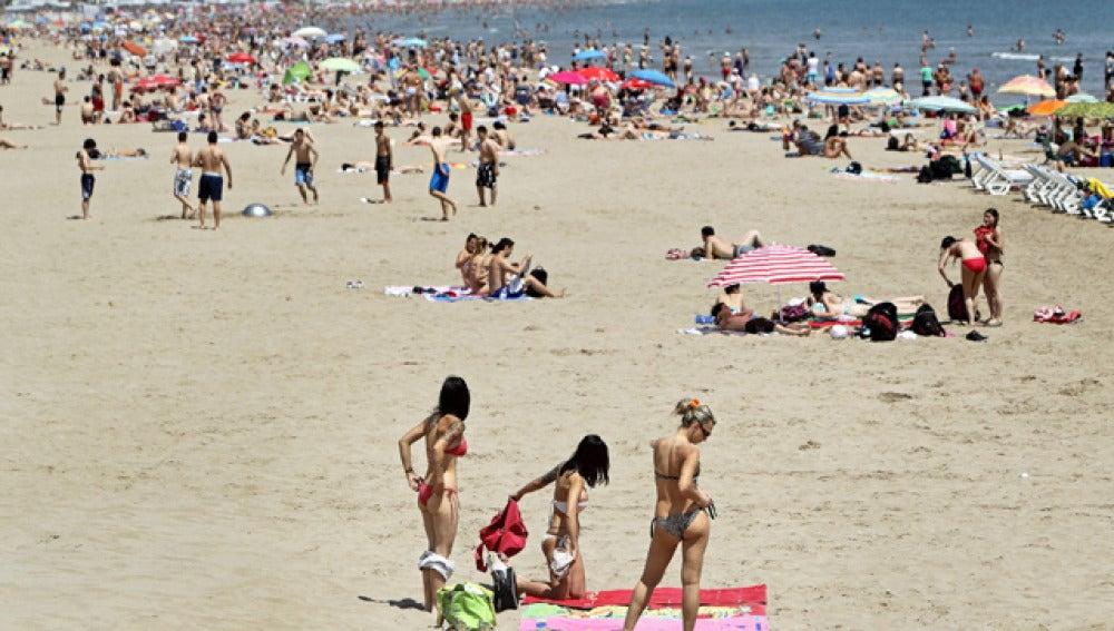 Playas abarrotadas durante el fin de semana