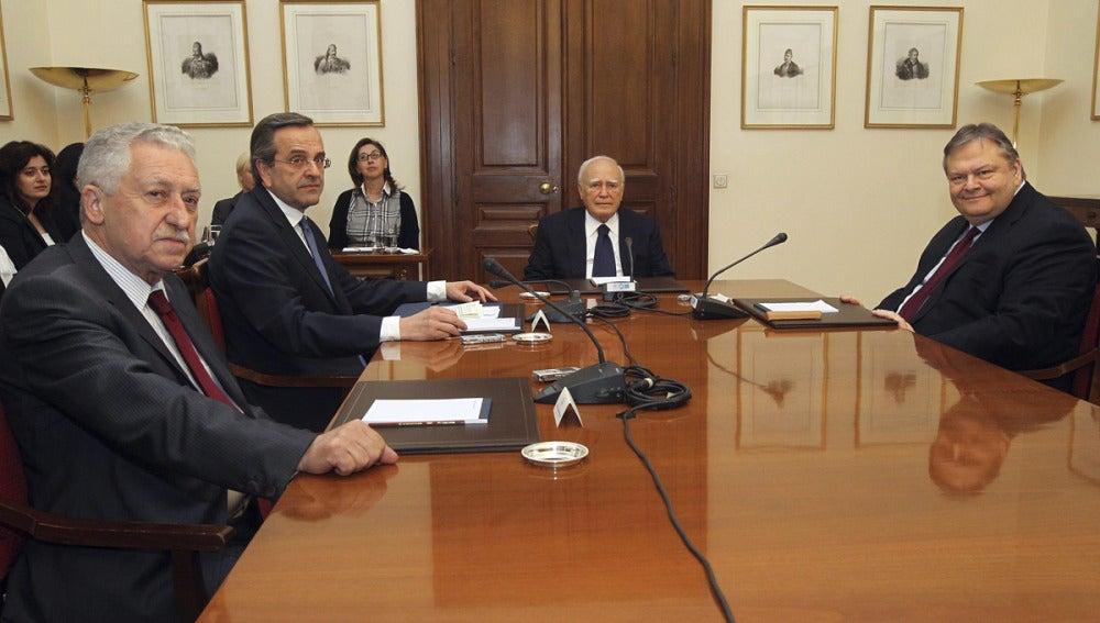 Karolos Papoulias se reúne con Antonis Samaras, Fotis Kouvelis y Evangelos Venizelos