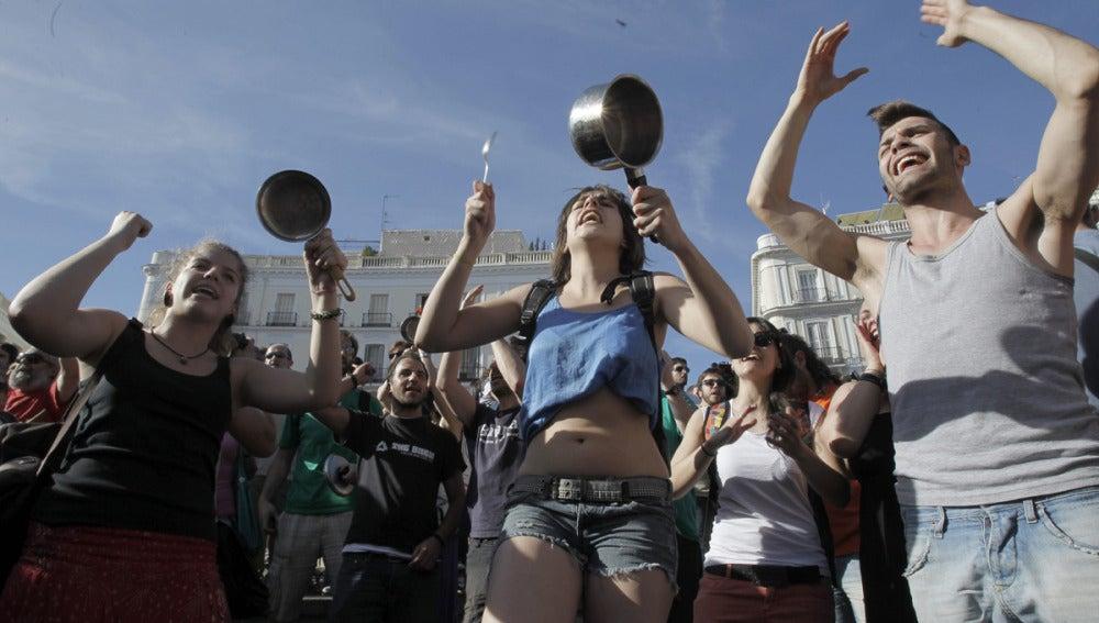 Cacerolada en la Puerta del Sol en el aniversario del 15-M