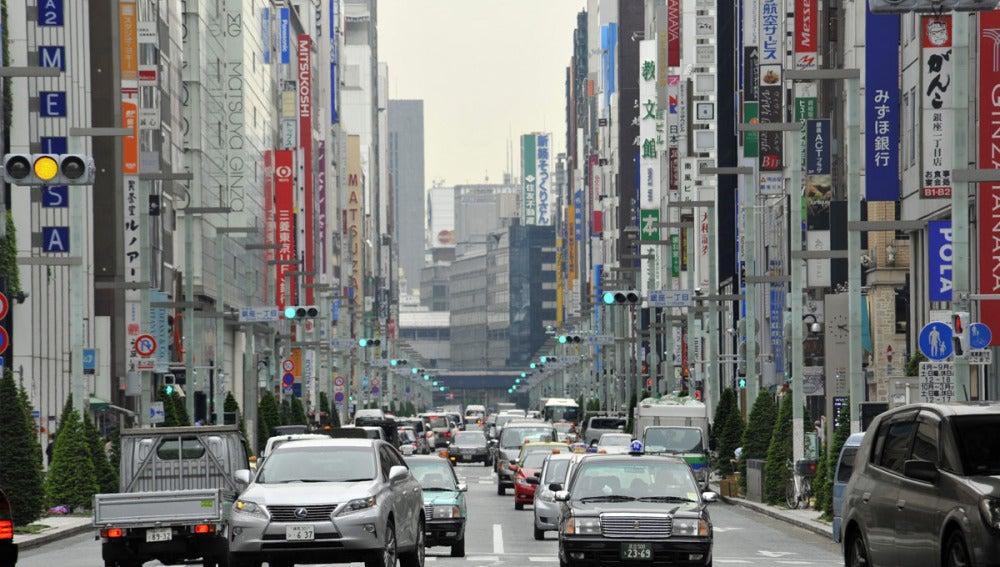 Vista general de una calle en el distrito comercial de Ginza en Tokio