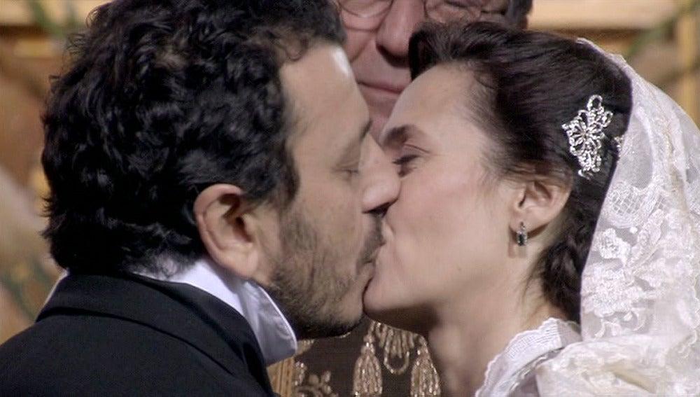 Adela y Marcial se dan el 'si quiero'