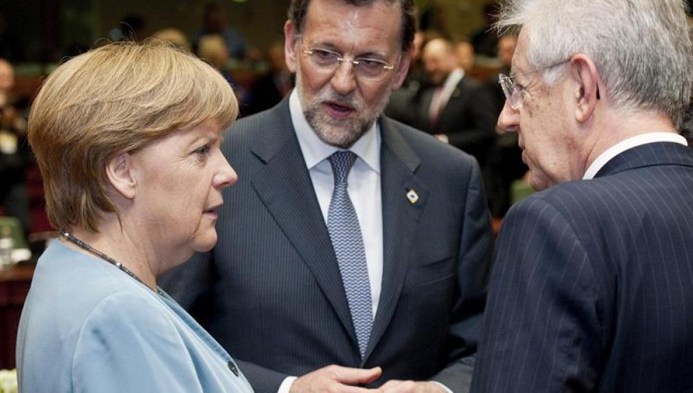 Merkel, Rajoy y Monti en la cumbre de la UE