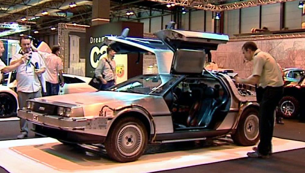 El Delorean de 'Regreso al futuro' en el Salón del Automóvil de Madrid