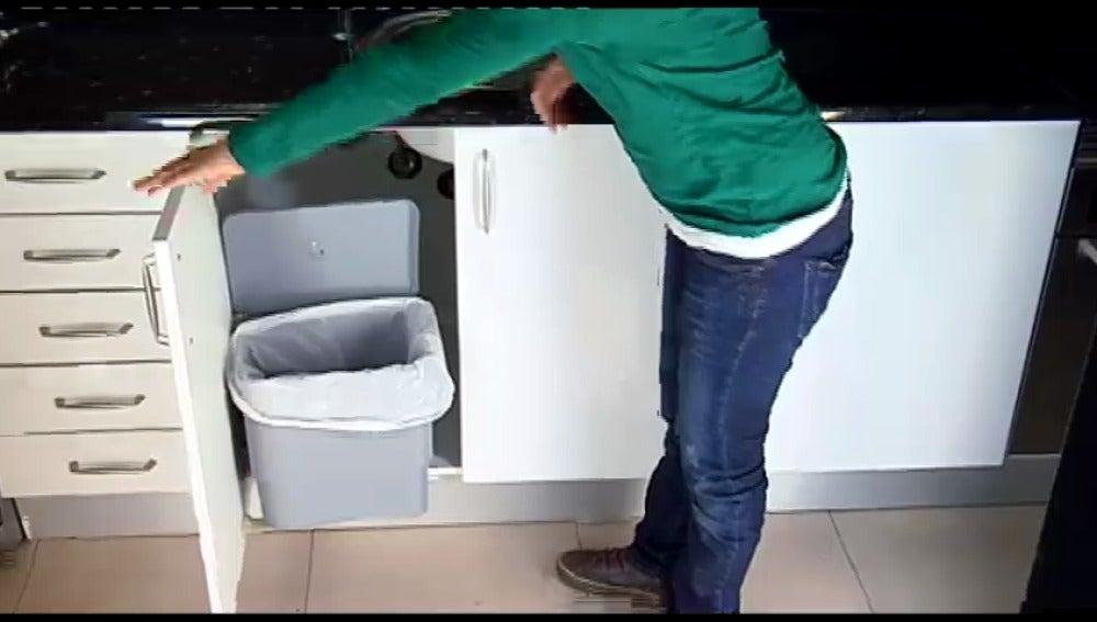 Cubo de basura de apertura automática