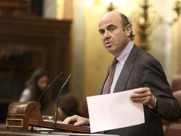 El PP saca adelante la reforma financiera sin el apoyo del PSOE
