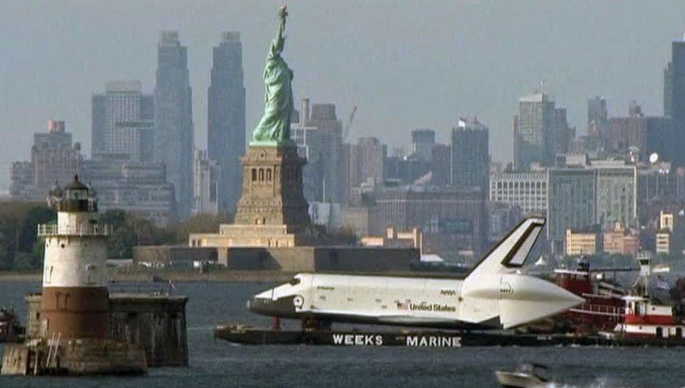 El Enterprise en el rio Hudson