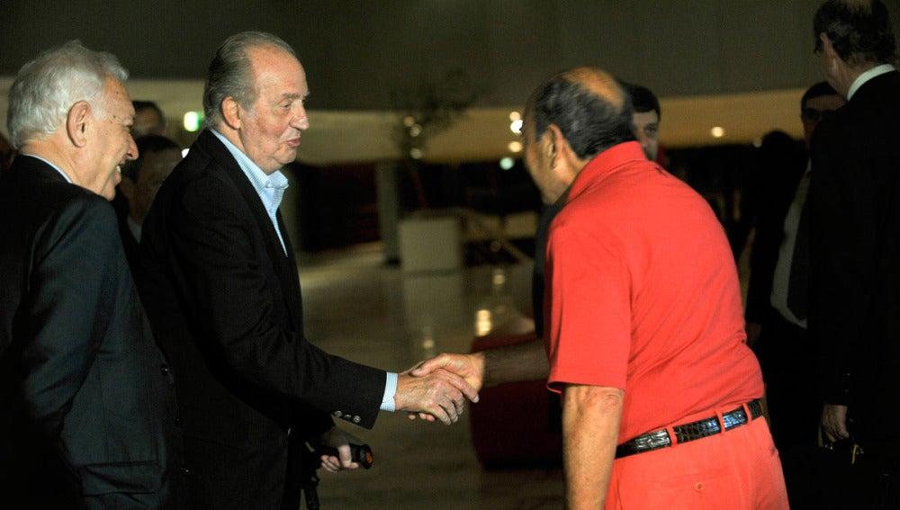 Emilio Botín saluda a Don Juan Carlos