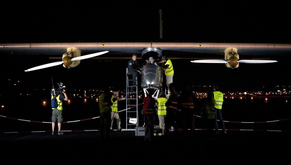 El 'Solar Impulse' antes de despegar