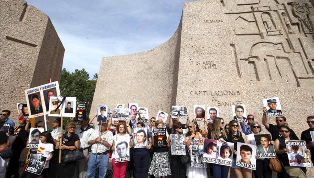 Los manifestantes en la plaza de Colón
