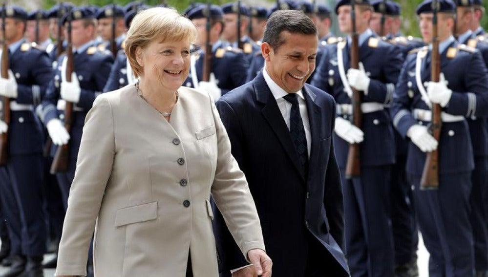Merkel recibe a Ollanta Humala