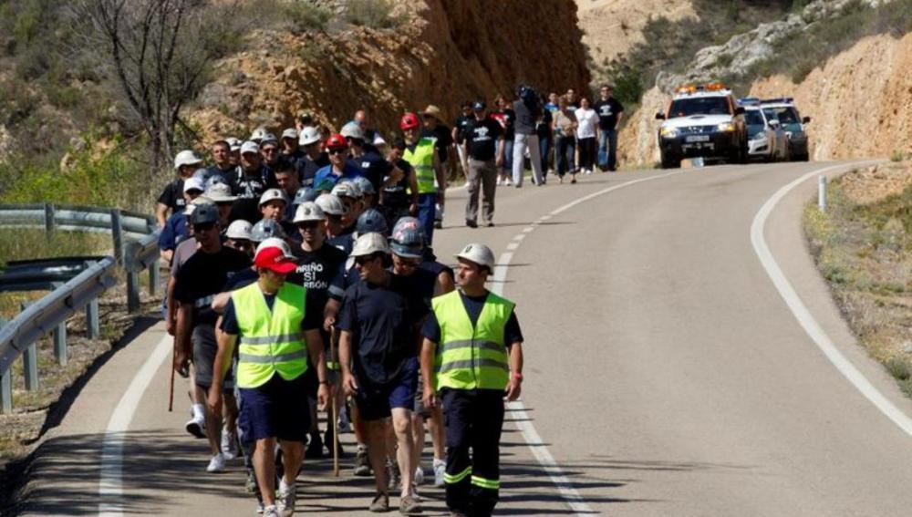 Mineros en su marcha desde Ariño (Teruel)