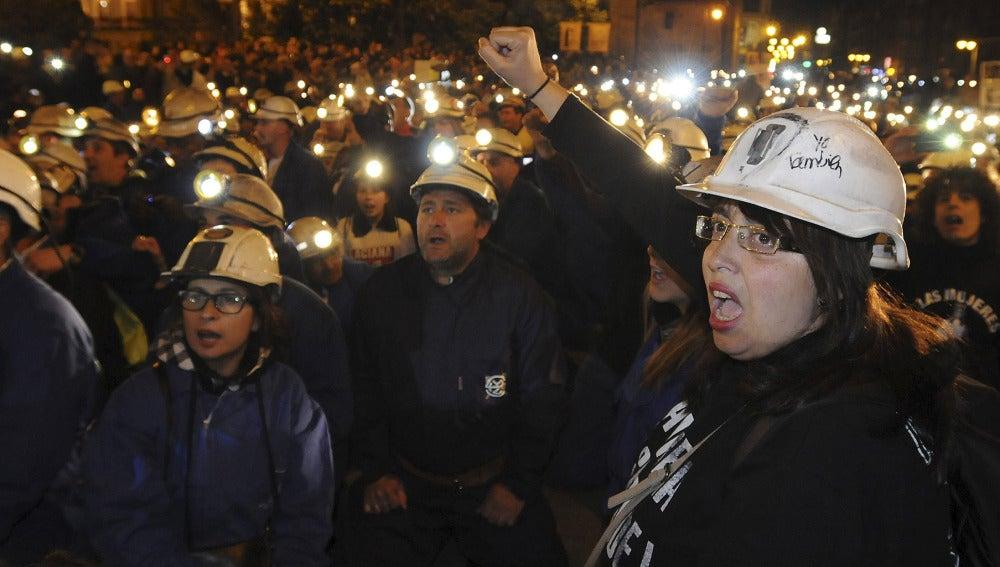 Mineros y sus familiares se manifiestan en León