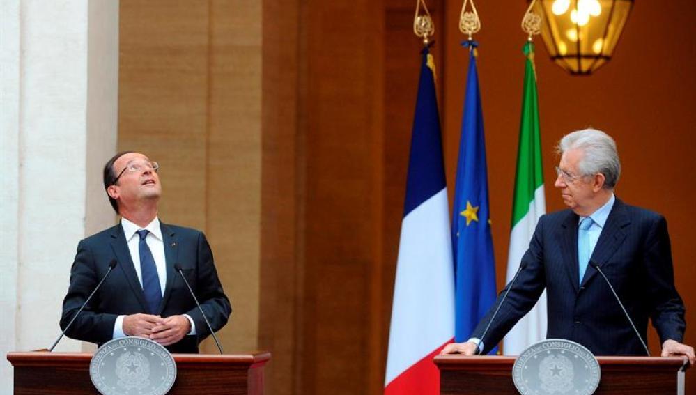 El primer ministro italiano, Mario Monti y el presidente francés, Francois Hollande