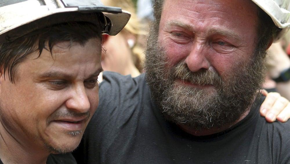 Mineros emocionados a su llegada a Zaragoza