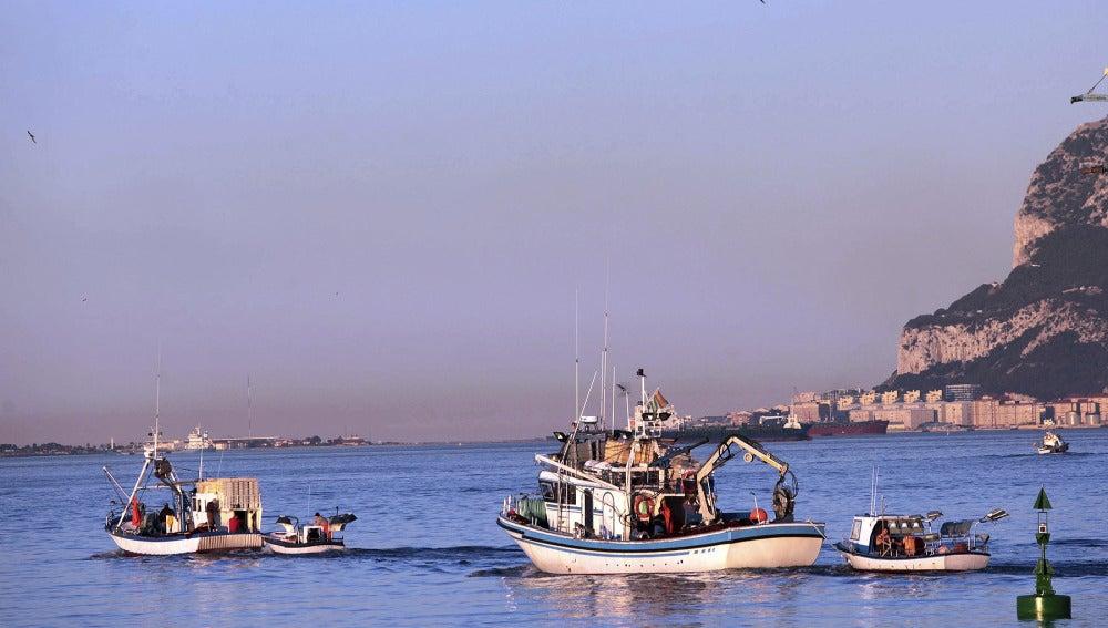 Pesqueros salen del puerto de Algeciras