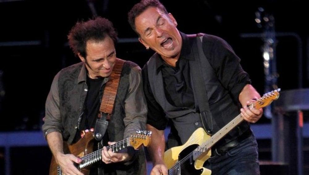 El cantante estadounidense Bruce Springsteen y el guitarrista Nils Lofgren