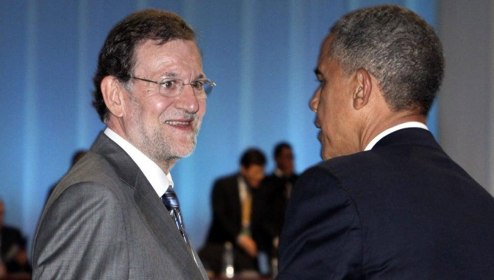 Mariano Rajoy charla con Barack Obama