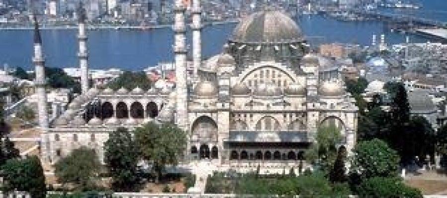 Antena 3 tv antena 3 estrena muchoviajeros for Oficina turismo turquia