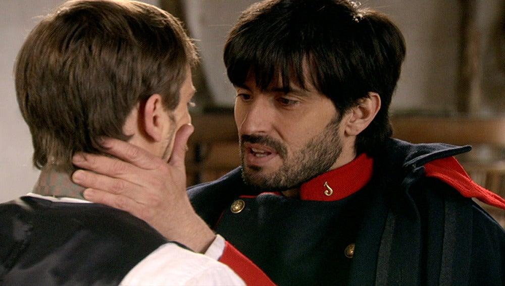 Emilio y Pablo se besan con pasión