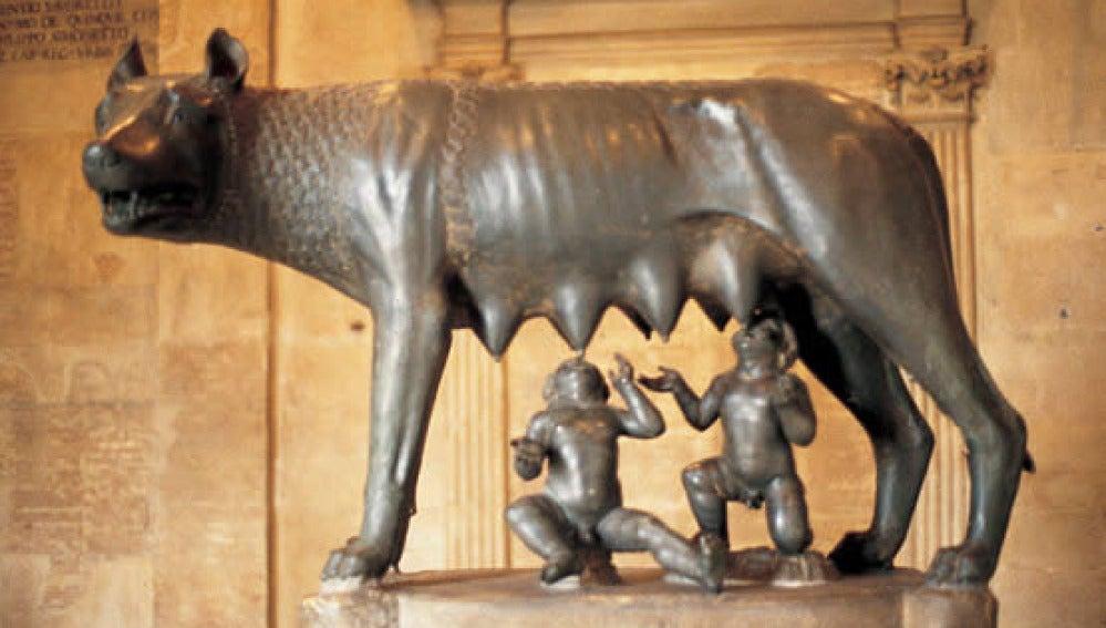 Escultura de la loba capitolina, que se muestra en Roma