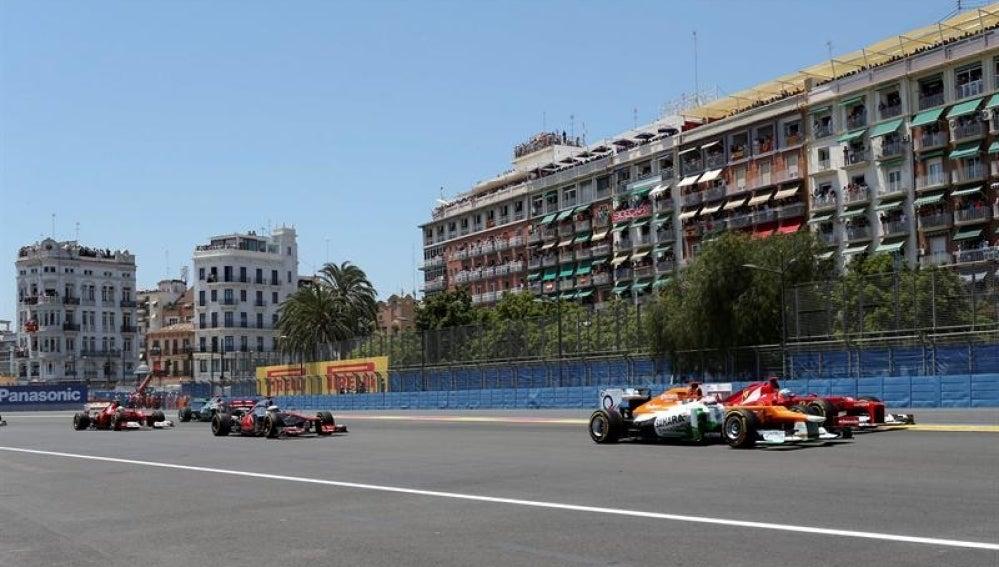 Alonso en la salida de Valencia