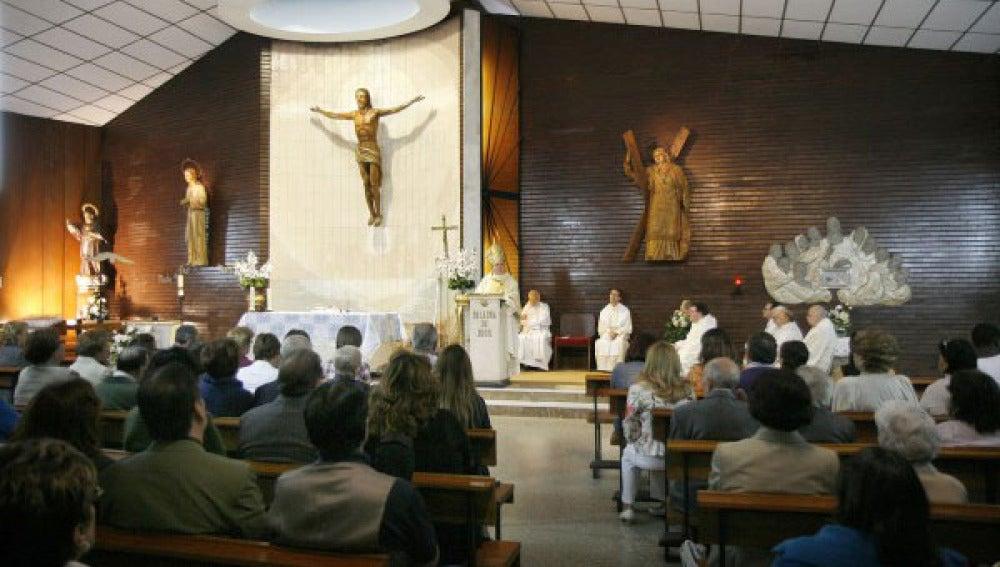 Celebración de una misa en una parroquia valenciana