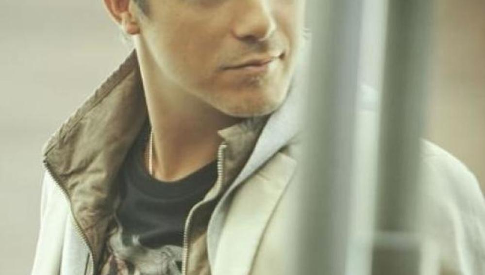Imagen promocional del nuevo single del cantante Alejandro Sanz