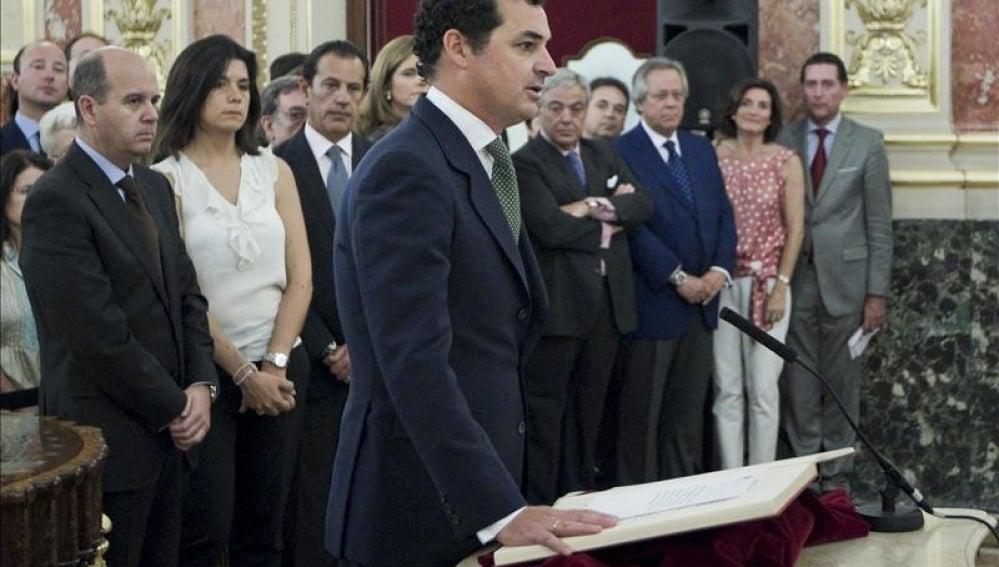González-Echenique jurando su cargo como presidente de RTVE en el Congreso