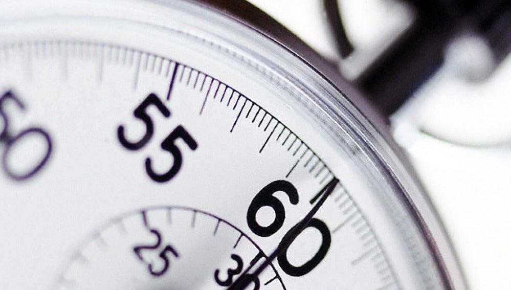 Un reloj con su segundero