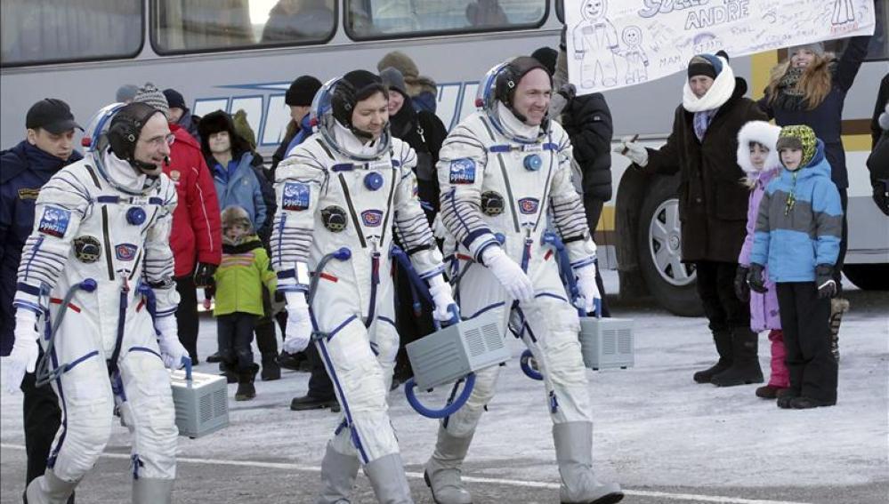Donald Pettit, Oleg Kononenko y Andre Kuipers, la tripulación de la nave