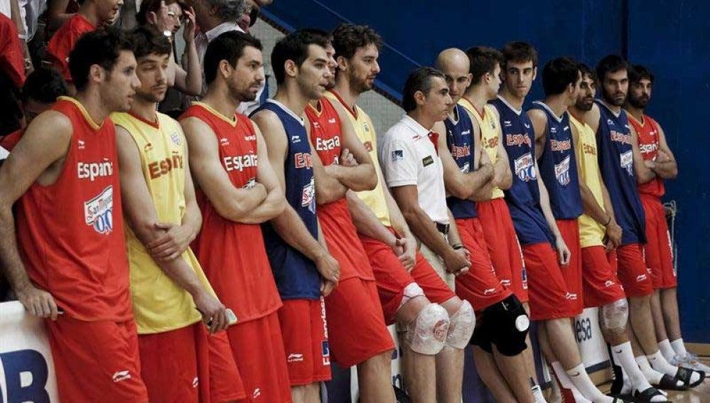 La selección de baloncesto junto a su técnico, Sergio Scariolo