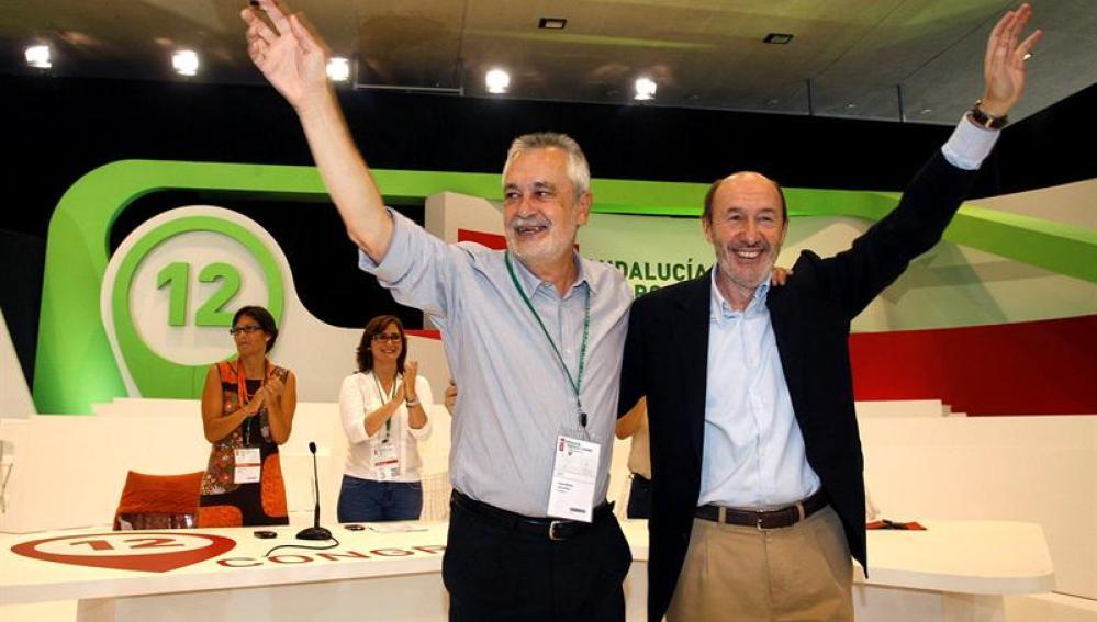 Griñán y Rubalcaba durante la clausura del Congreso del PSOE-A
