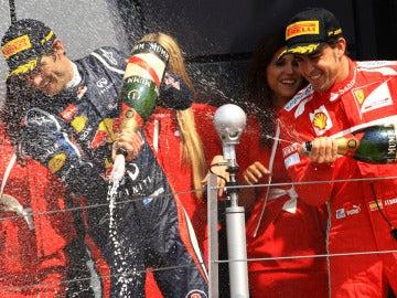Webber y Alonso celebrando su 1ª y 2ª posición en el GP de Gran Bretaña