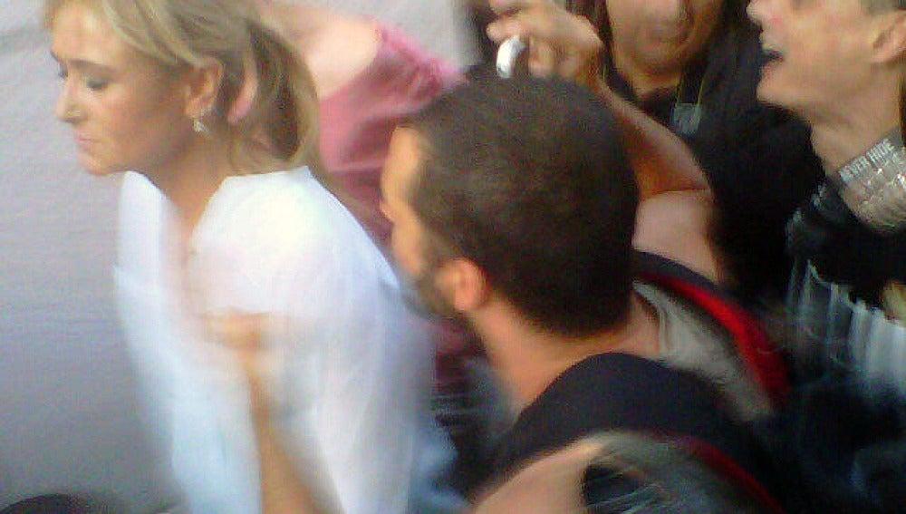 La delegada del Gobierno en Madrid, Cristina Cifuentes, increpada por los manifestantes