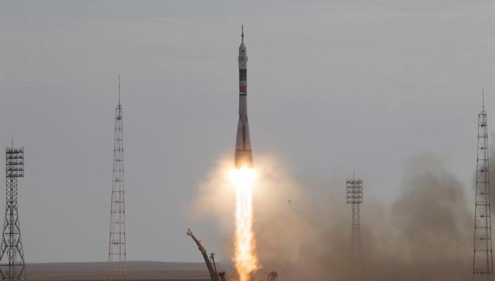 La nave Soyuz durante el despegue