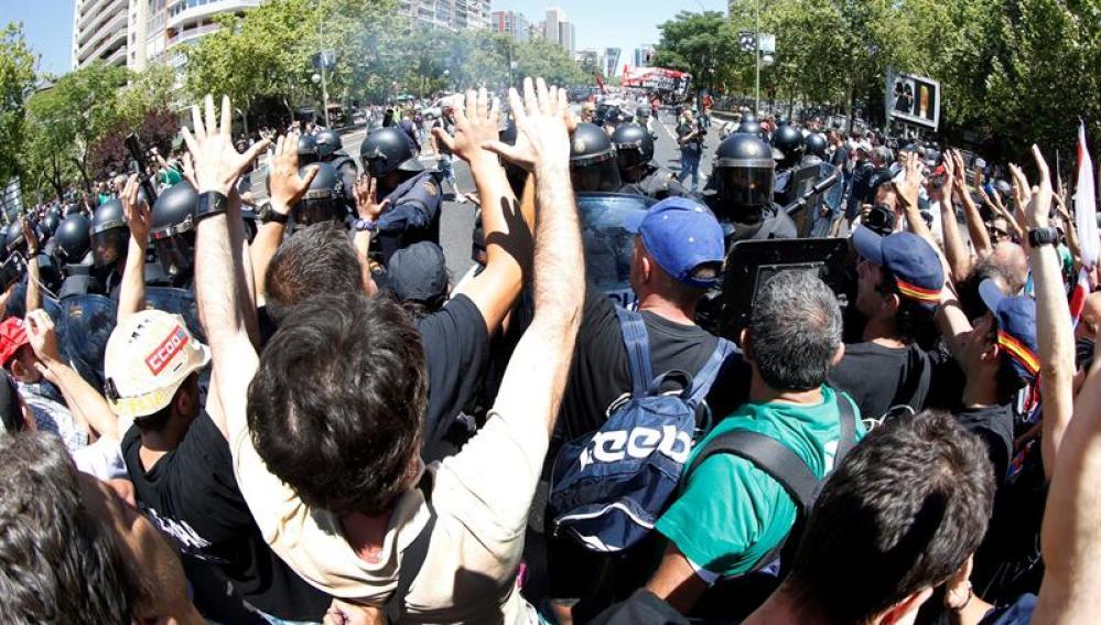 Protestas en apoyo a la minería frente al Ministerio de Industria