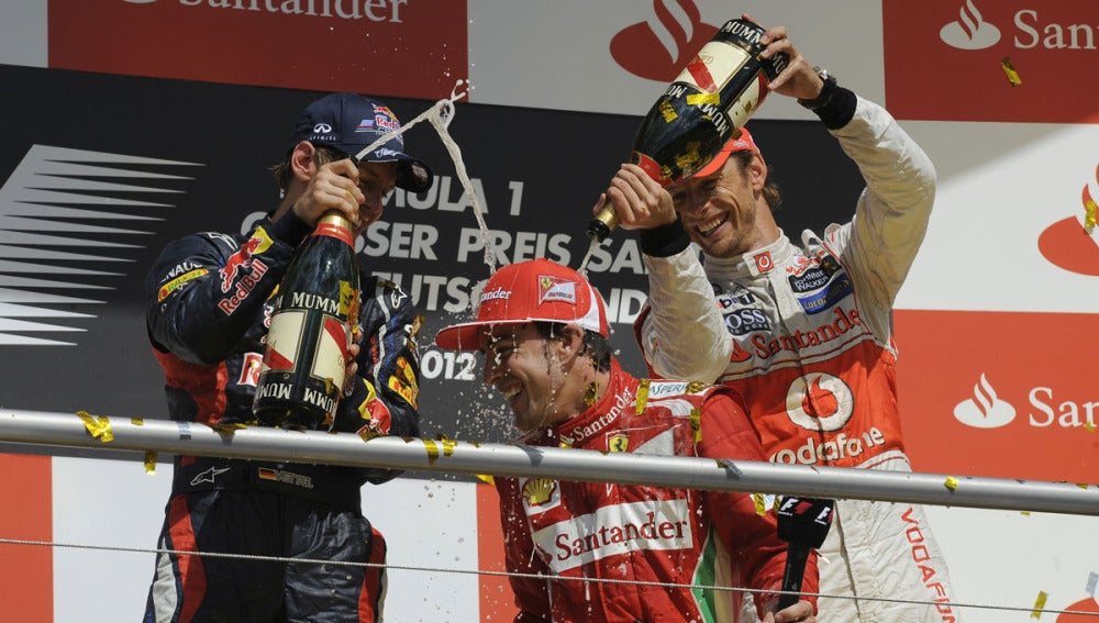 Vettel y Button riegan a Alonso