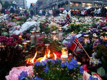 Homenaje en Noruega a las víctimas de los atentados