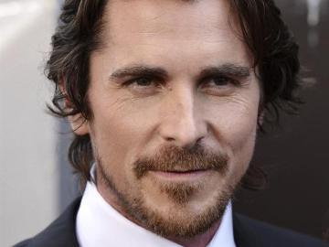 l actor Christian Bale visita a los heridos en el tiroteo de Denver