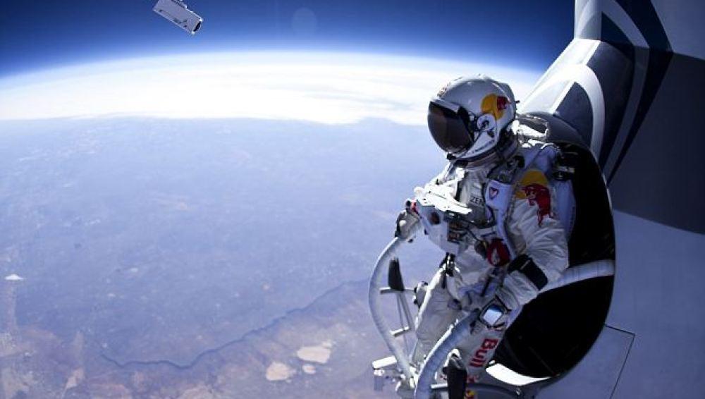 Salto desde 29km de altura